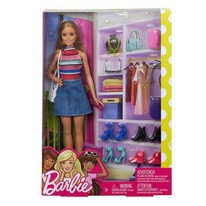 Barbie en haar schoenenkast